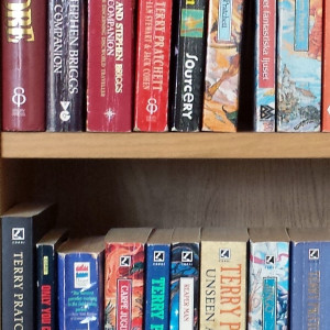 shelfie pratchett 0222